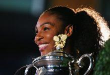 Serena Williams com o troféu do Australian Open