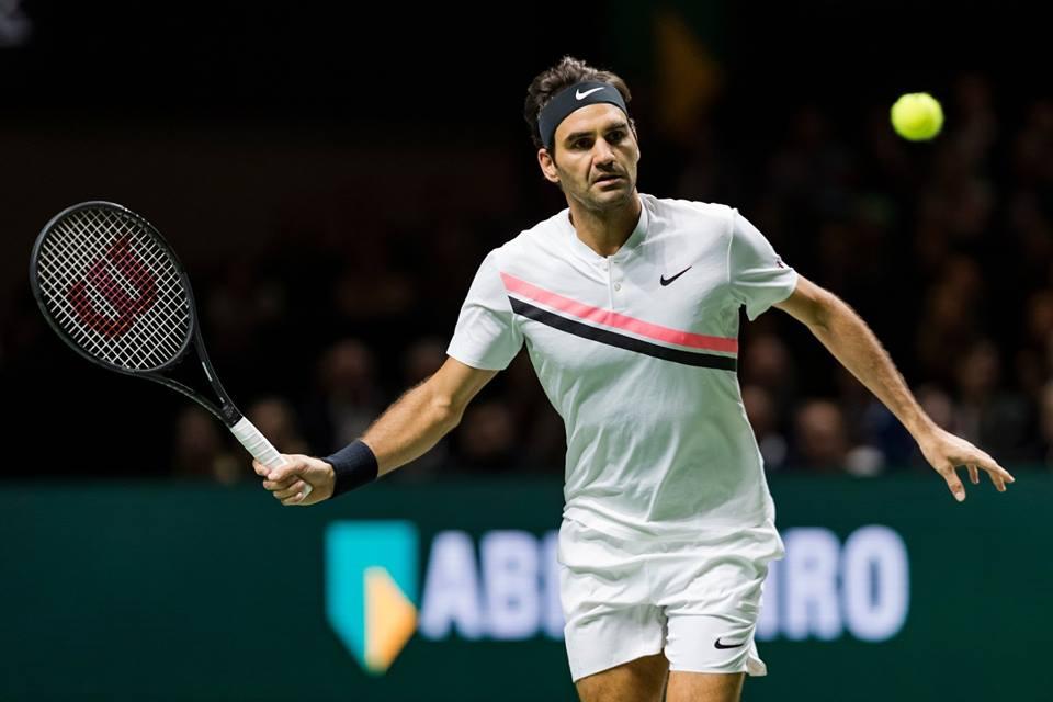 Federer avança a semi em Roterdã e retoma liderança do ranking